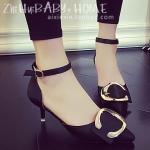 รองเท้าส้นสูงสีดำ หัวแหลม โลโก้Cสีทอง รัดส้น เข็มขัดปรับระดับได้ ดูดี เซ็กซี่ แฟชั่นเกาหลี