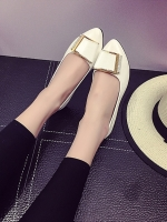 รองเท้าคัทชูส้นแบนสีขาว หังแหลม แต่งหัวเข็มขัดสีทองฝังเพชร หรูหรา ทรงทันสมัย สไตล์ญี่ปุ่น สินค้ายอดนิยม แฟชั่นเกาหลี