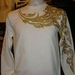 เสื้อแขนยาว ลายกนก สีขาวสกรีนลายสีทอง