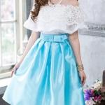 (เสื้อ + กระโปรง) ชุดไปงานแต่งงาน ชุดไปงานแต่งสีฟ้า ชุดไปงานบุญงาน บวช เสื้อเปิดไหล่แต่งด้วยลูกไม้ฝรั่งเศสนำเข้าปลายอัดพลีท มาคู่กับกระโปรงผ้าไหมสีเขียวน้ำทะเล สามารถใส่ไปออกงานหรือทำงานก็ได้ค่ะ ดูเรียบหรูไฮโซมากเลยค่ะๆ